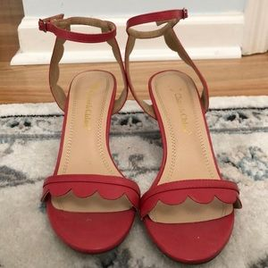 Adorable Coral Scallop Detail Heels Size 8